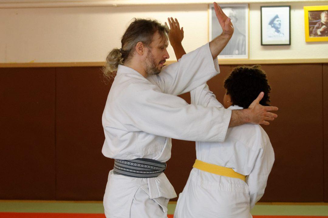 Etude de techniques à mains nues contre un assaillants