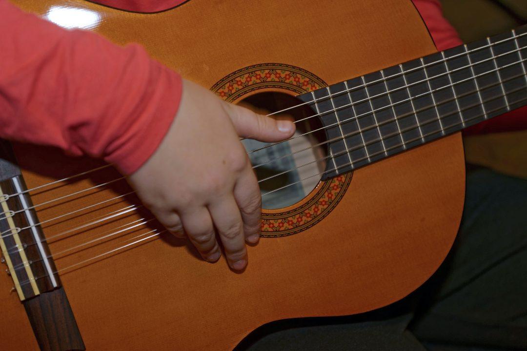 Cours de guitare acoustique individuels ou collectifs