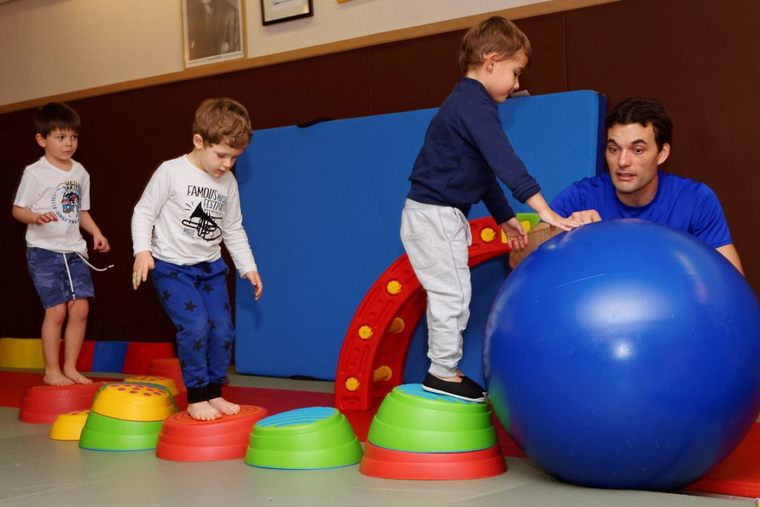 Petites acrobaties: pyramide, trampoline