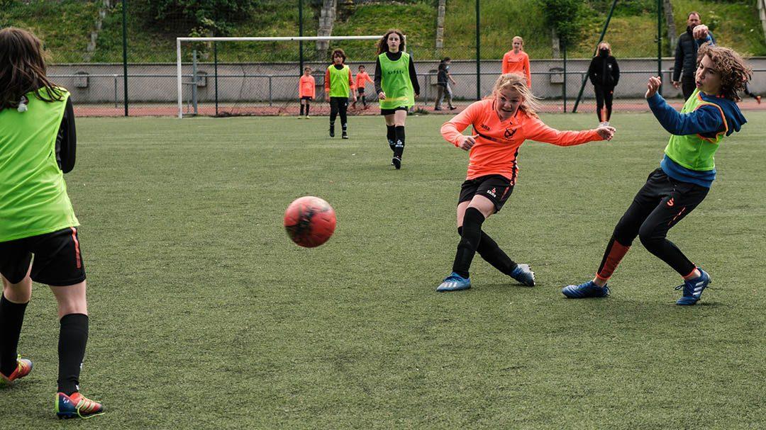 Foot féminin pour les ados à Paris 12