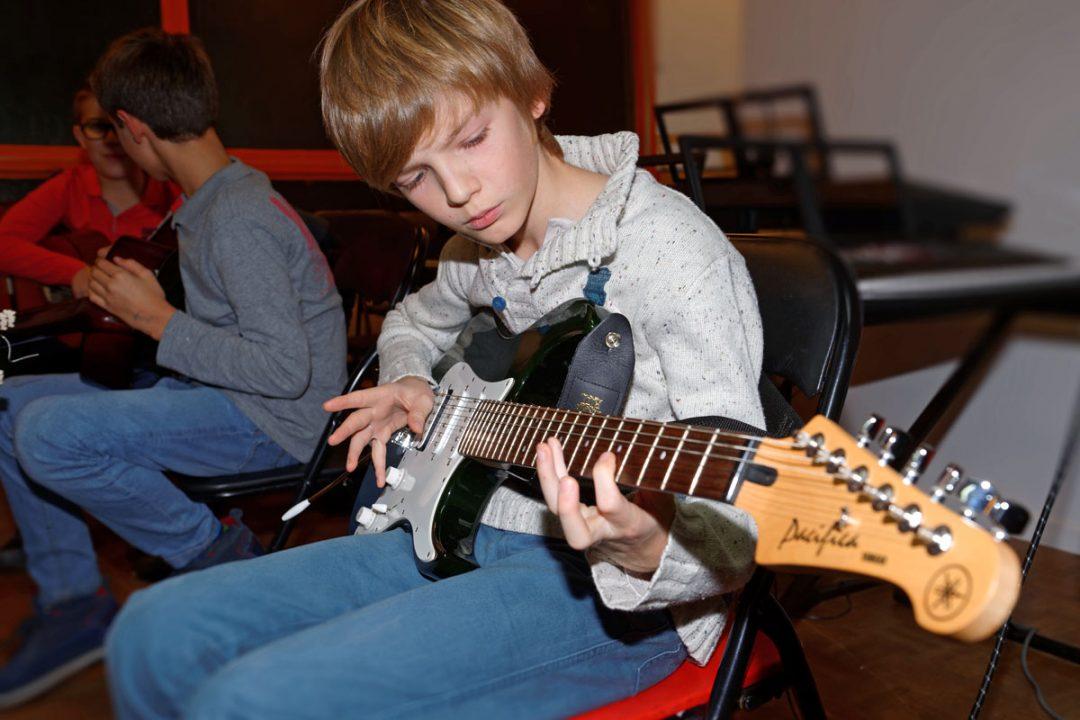 Cours de guitare électrique individuels ou collectifs